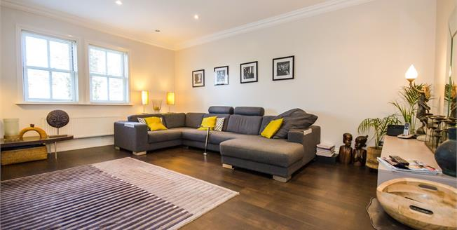 Offers in excess of £250,000, 2 Bedroom Flat For Sale in Colchester, CO1