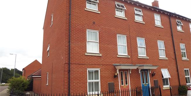Offers in the region of £300,000, 3 Bedroom House For Sale in Colchester, CO2