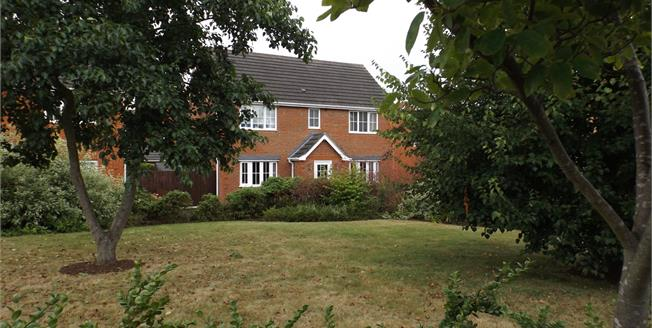 Offers Over £375,000, 4 Bedroom Detached House For Sale in Colchester, CO4