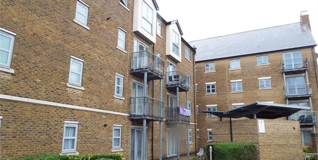 Asking Price £225,000, 2 Bedroom Flat For Sale in Colchester, CO3