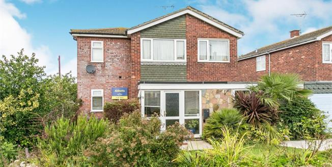 Guide Price £325,000, 4 Bedroom Detached House For Sale in Kirby-le-Soken, CO13