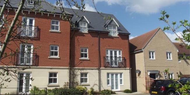 Offers in the region of £125,000, 1 Bedroom Flat For Sale in Colchester, CO2