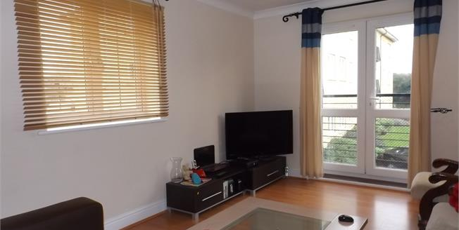 Guide Price £190,000, 3 Bedroom Flat For Sale in Colchester, CO1