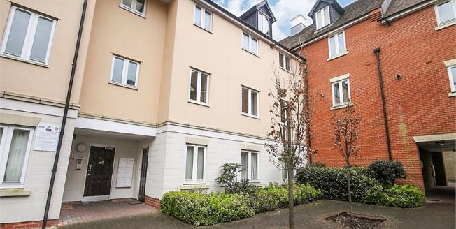 Asking Price £192,000, 2 Bedroom Flat For Sale in Colchester, CO3