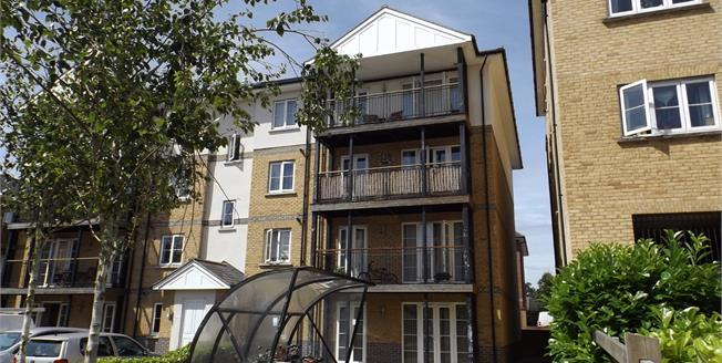 Guide Price £190,000, 2 Bedroom Flat For Sale in Colchester, CO1