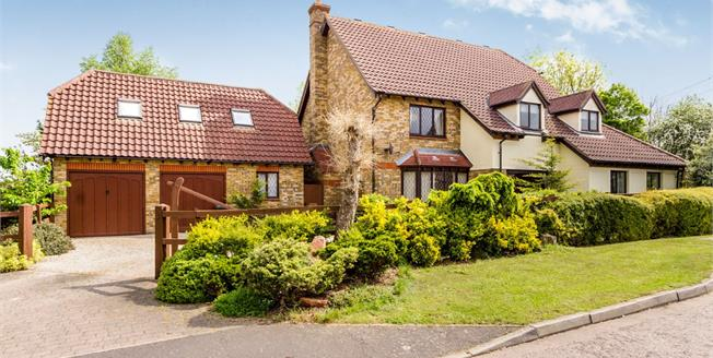 Asking Price £800,000, 4 Bedroom Detached House For Sale in Stapleford Abbotts, RM4