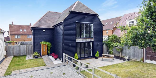 Offers Over £700,000, 4 Bedroom Detached House For Sale in Harlow, CM17