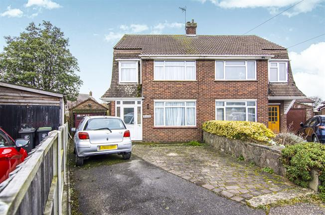 Epping Cm16 3 Bedroom Semi Detached House For Sale