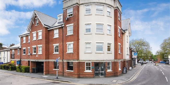 Asking Price £350,000, 2 Bedroom Flat For Sale in Epping, CM16