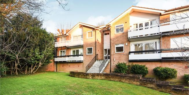 Asking Price £325,000, 1 Bedroom Flat For Sale in Epping, CM16