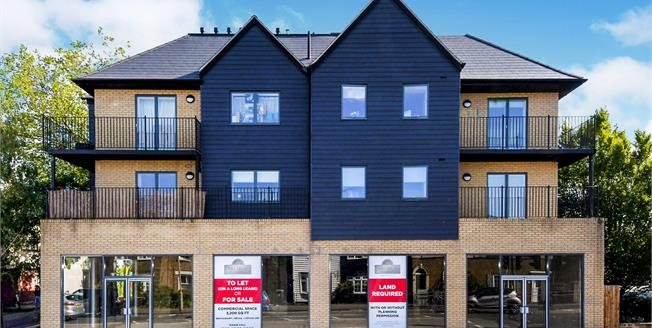 Asking Price £399,995, 2 Bedroom Flat For Sale in Epping, CM16