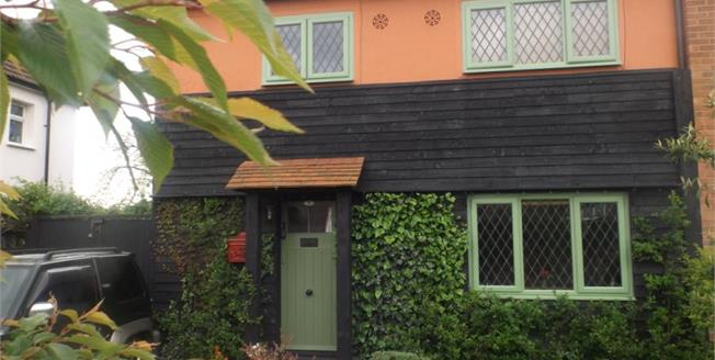 £235,000, 3 Bedroom Semi Detached House For Sale in Rettendon Common, CM3