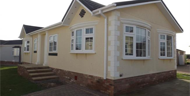 £190,000, 2 Bedroom Detached Mobile Home For Sale in Essex, SS11