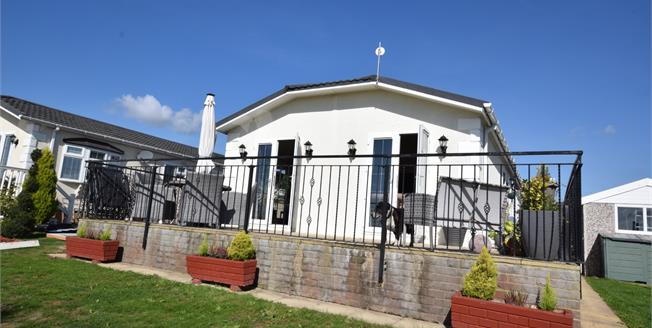 Fixed Price £235,000, 2 Bedroom Mobile Home For Sale in Battlesbridge, SS11