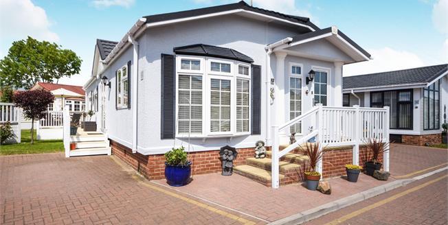 Asking Price £220,000, 2 Bedroom Mobile Home For Sale in Battlesbridge, SS11
