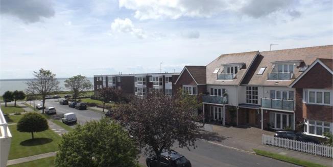 Asking Price £219,500, 2 Bedroom Upper Floor Flat For Sale in Frinton-on-Sea, CO13