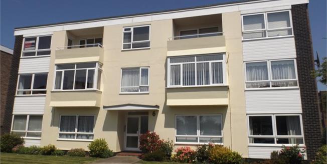 Asking Price £225,000, 2 Bedroom Upper Floor Flat For Sale in Frinton-on-Sea, CO13