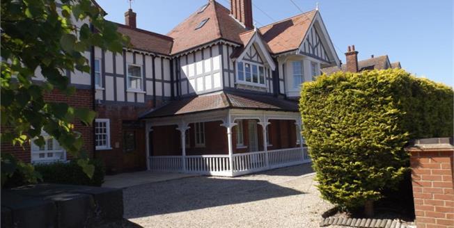 £275,000, 3 Bedroom Upper Floor Flat For Sale in Frinton-on-Sea, CO13