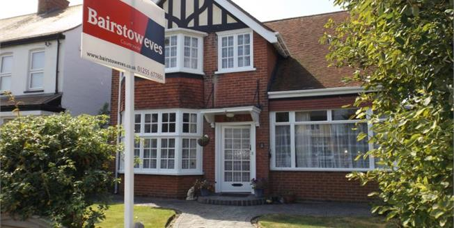 Offers Over £380,000, 3 Bedroom Detached House For Sale in Frinton-on-Sea, CO13