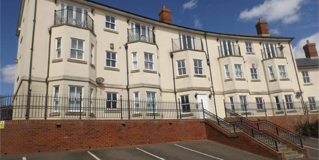 Asking Price £140,000, 2 Bedroom Flat For Sale in Walton on the Naze, CO14