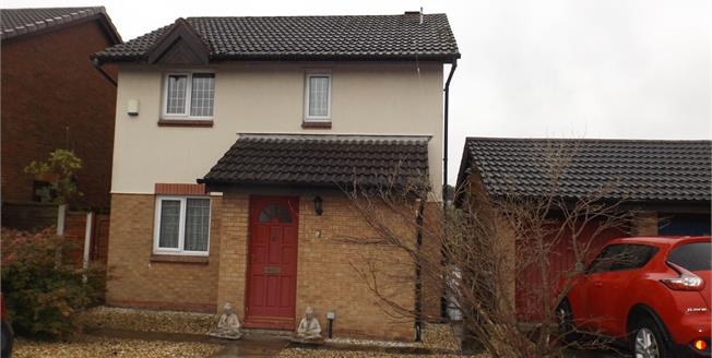 Offers Over £185,000, 3 Bedroom Detached House For Sale in Westhoughton, BL5
