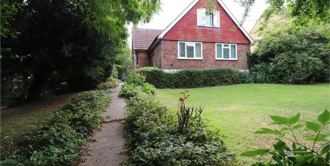 Asking Price £600,000, 4 Bedroom Detached House For Sale in Rayleigh, SS6