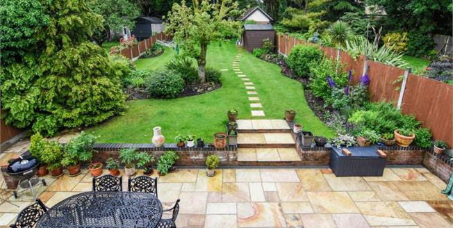 Guide Price £625,000, 5 Bedroom Detached House For Sale in Hullbridge, SS5