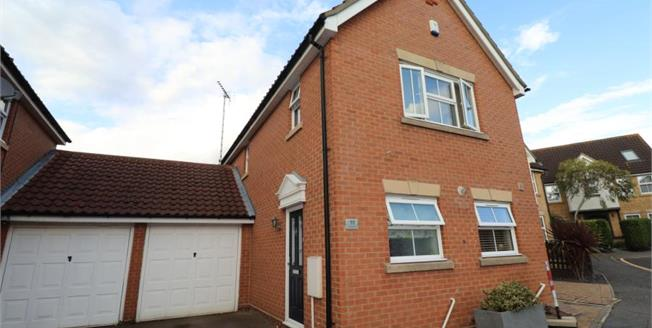 Fixed Price £400,000, 3 Bedroom Detached House For Sale in Rayleigh, SS6