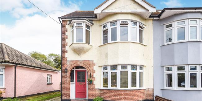 Asking Price £350,000, 4 Bedroom End of Terrace House For Sale in Rochford, SS4