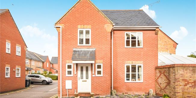 Offers in excess of £315,000, 3 Bedroom Link Detached House For Sale in Rochford, SS4