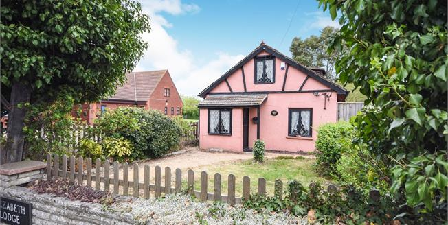 Offers Over £385,000, 3 Bedroom Detached House For Sale in Rochford, SS4