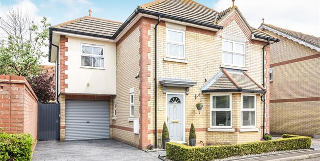 Asking Price £450,000, 4 Bedroom Detached House For Sale in Stambridge, SS4