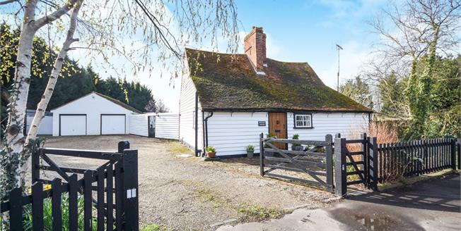 Guide Price £650,000, 2 Bedroom Detached House For Sale in Canewdon, SS4