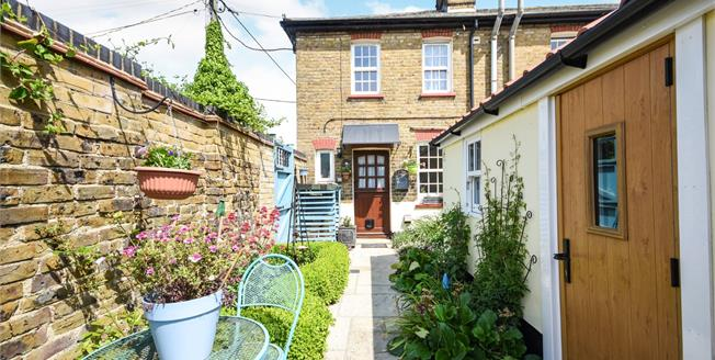 Asking Price £390,000, 2 Bedroom End of Terrace Cottage For Sale in Paglesham, SS4