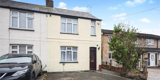 Asking Price £300,000, 2 Bedroom Semi Detached House For Sale in Rochford, SS4