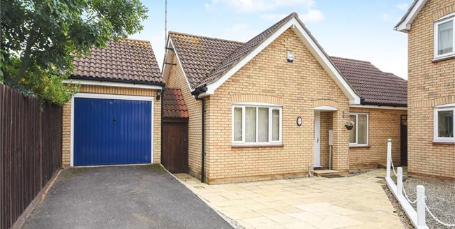£340,000, 2 Bedroom Detached Bungalow For Sale in Rochford, SS4