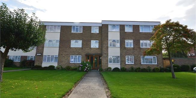 Asking Price £290,000, 3 Bedroom Flat For Sale in Southend-on-Sea, SS1
