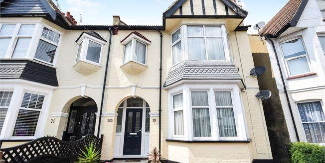 Asking Price £250,000, 3 Bedroom Flat For Sale in Westcliff-on-Sea, SS0