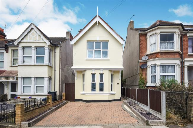 3 Bedroom Detached House For Sale in Westcliff-on-Sea for Asking