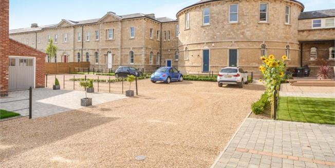 £380,000, 4 Bedroom Town House For Sale in Bracebridge Heath