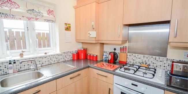 Asking Price £110,000, 2 Bedroom Flat For Sale in North Hykeham, LN6