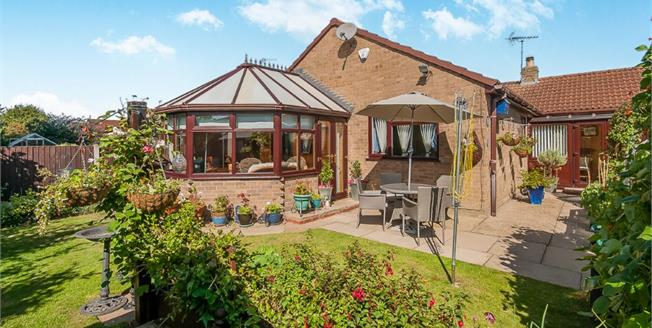 Asking Price £250,000, 3 Bedroom Detached Bungalow For Sale in Navenby, LN5
