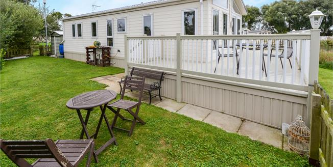 Asking Price £66,500, 2 Bedroom Detached Mobile Home For Sale in Lincoln, LN5