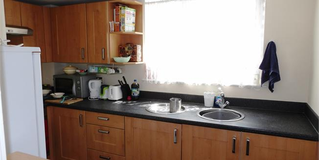 Asking Price £100,000, 2 Bedroom Flat For Sale in Lincoln, LN2