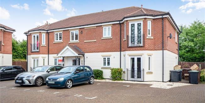 Guide Price £110,000, 2 Bedroom Flat For Sale in Bracebridge Heath, LN4