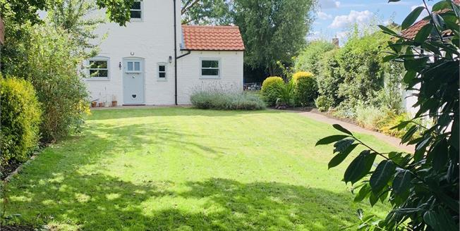 Guide Price £200,000, 2 Bedroom Semi Detached House For Sale in Fiskerton, LN3