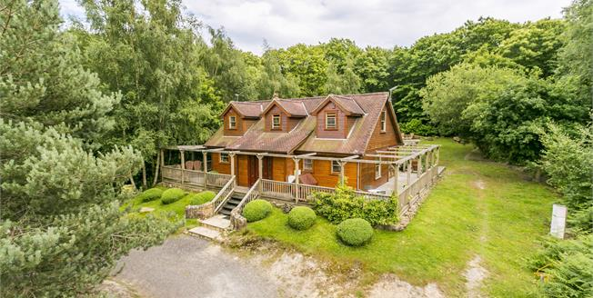 Guide Price £850,000, 3 Bedroom Detached House For Sale in Hastings, TN35