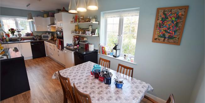 Guide Price £325,000, 4 Bedroom Detached House For Sale in Hellingly, BN27