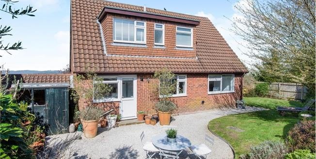Guide Price £350,000, 3 Bedroom Detached House For Sale in Broad Oak, TN21