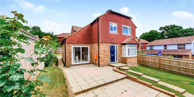 Guide Price £375,000, 4 Bedroom Detached House For Sale in Heathfield, TN21